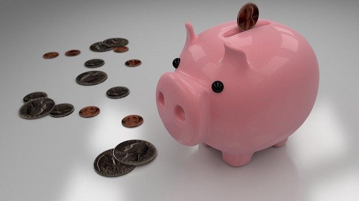 קופת חזיר עם מטבעות