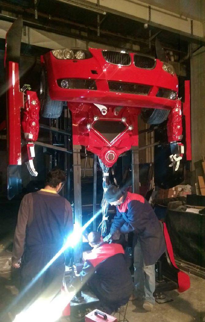 דגמו החלקי של הרובוט בעת הבנייה