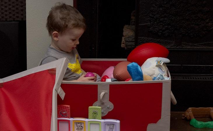 לזרוק צעצועים לא נחוצים