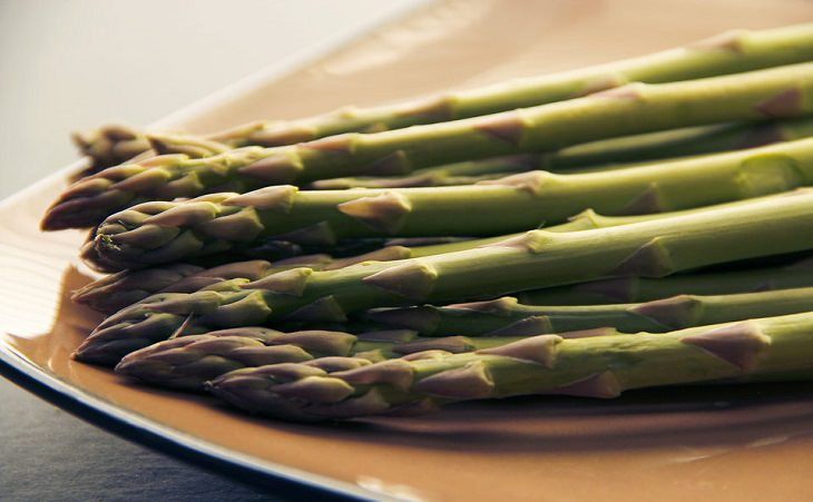 10 מזונות מפתיעים שנלחמים בחרדה: אספרגוס