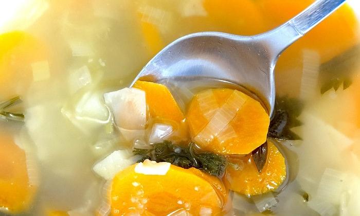 שימושים לתפוחי אדמה: כף בתוך מרק