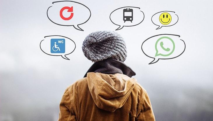 אדם עם בלוני מחשבה מכל הצדדים וסמלים של טלפון, רכבת ועוד