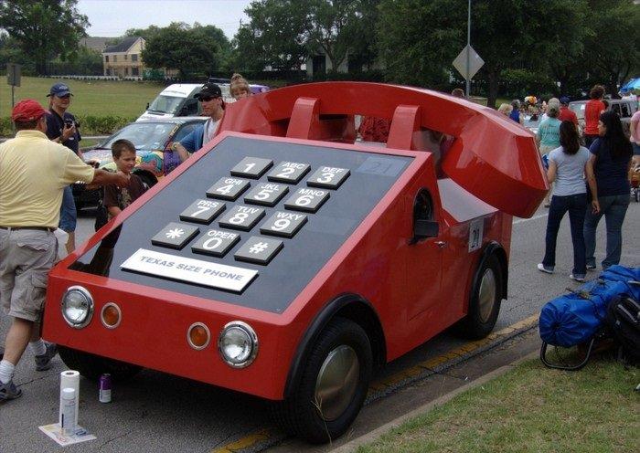 מכונית בעיצוב טלפון