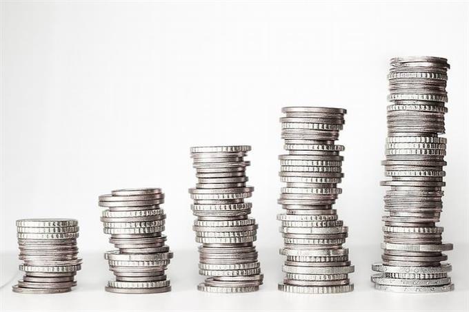 בחן את עצמך - כסף ומצב כלכלי: מטבעות מונחים בשורה אלכסונית