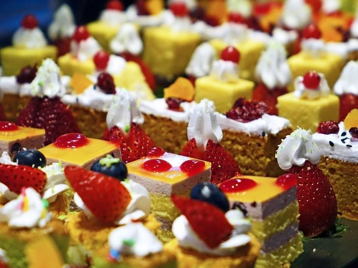 מתכונים לקינוחים ללא שוקולד:קינוחים מסודרים בשורות