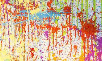 צבעים שונים נשפכים על משטח