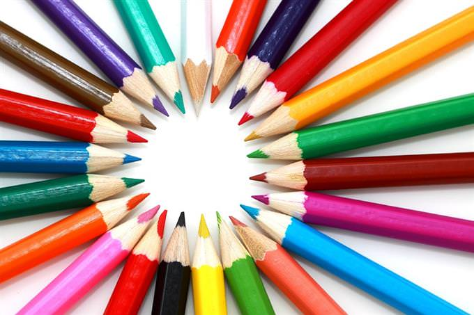 מבחן כישרונות: עפרונות צבעוניים