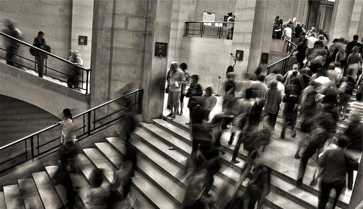 טכניקות מדיטציה מקוריות: המונים עולים ויורדים במדרגות