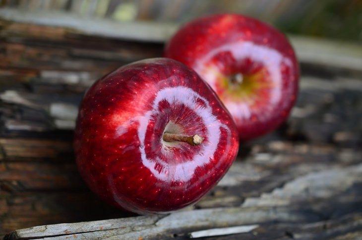 הזמן הנכון לאכילת מזונות מסוימים: תפוחי עץ