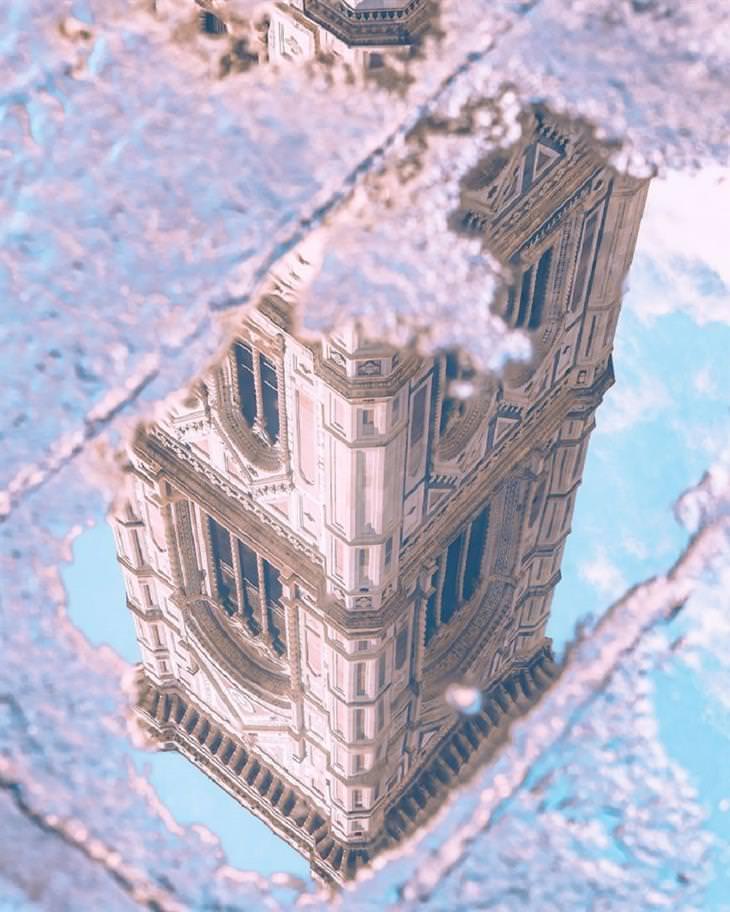 תמונות מיוחדות מאיטליה: השתקפות מגדל הפעמונים קמפינלה די ג'וטו