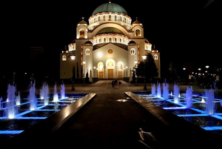 אתרים מומלצים בסרביה: מבנה מואר ומפואר בבלגרד