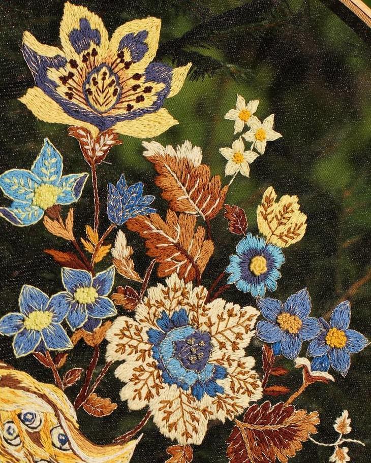 יצירות רקמה בבד טול: רקמת פרחים