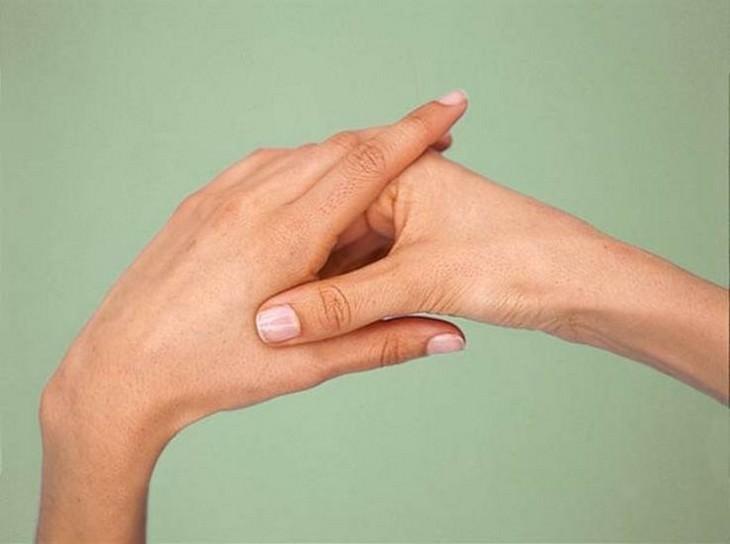נקודות לחיצה להגברת אנרגיה: לחיצה על נקודה בכף היד