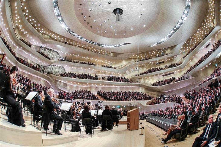 אולם הקונצרטים החדש בהמבורג: פנים האולם בעת שהוא מלא
