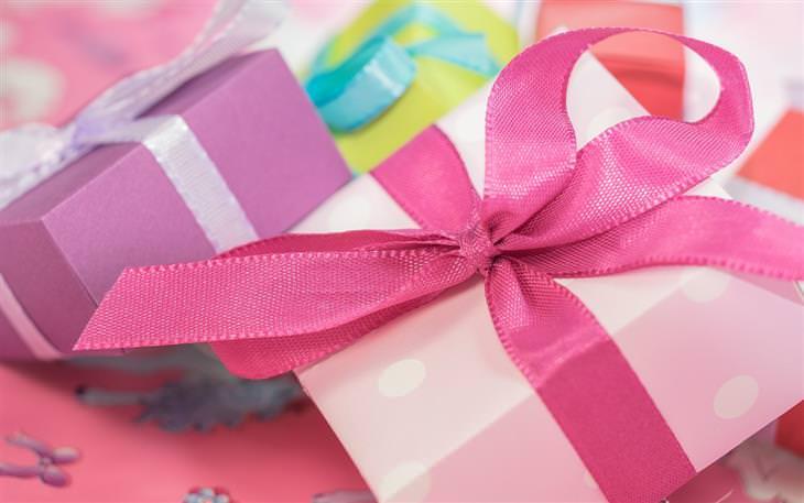 מניפולציות רגשיות: ערימת מתנות