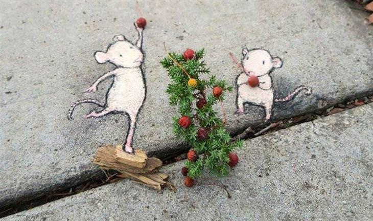 יצירות גרפיטי שמשדרגות את הרחובות: עכברים שנראים כאילו שהם תולים קישוטים על צמח קנטנטן שצמח בין סדקי המדרכה