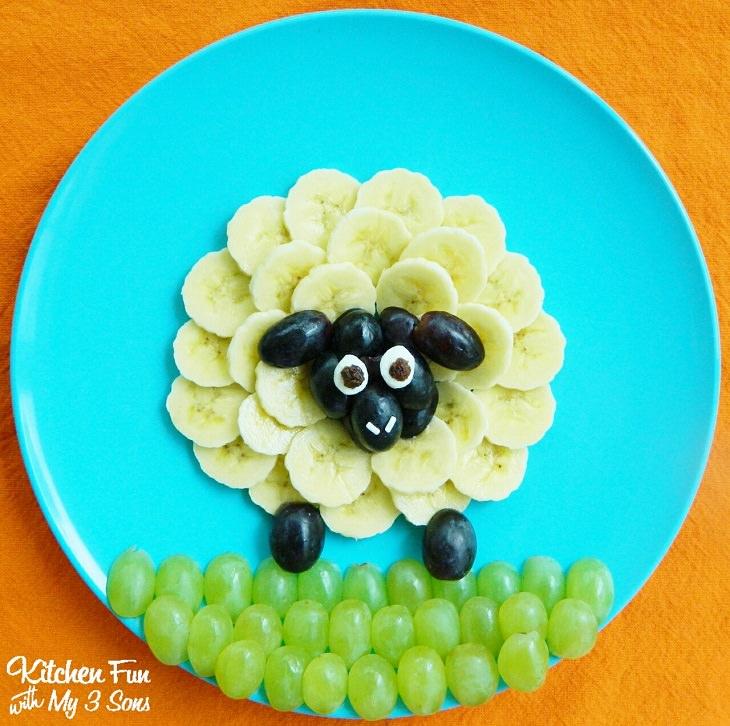 הצעות הגשה לאוכל בריא לילדים: כבשה מבננות וענבים