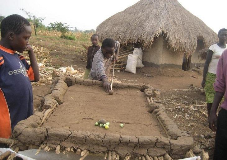דברים מצחיקים שרואים רק באפריקה: שולחן סנוקר מבוץ