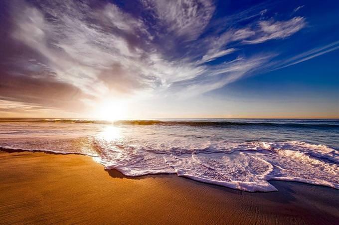 חוף ים בשקיעה