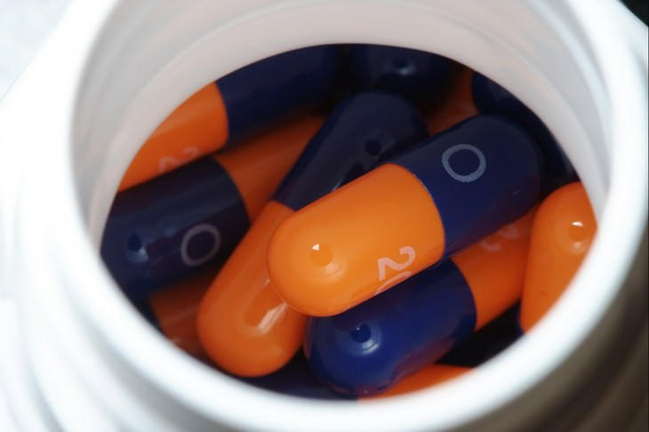 מחקר על סכנות השימוש באומפרזול: קופסה עם כמוסות