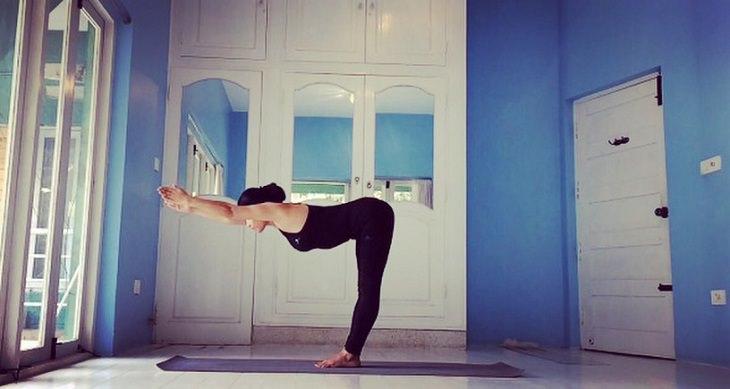 תנוחות מומלצות על ידי מומחי יוגה: תנוחת הרמת האמצע