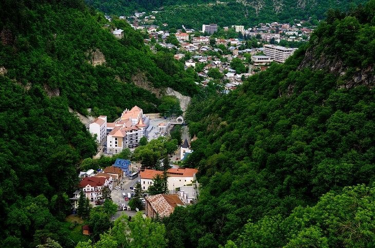 מסלול טיול בגאורגיה: מבט עילי על בורג'ומי
