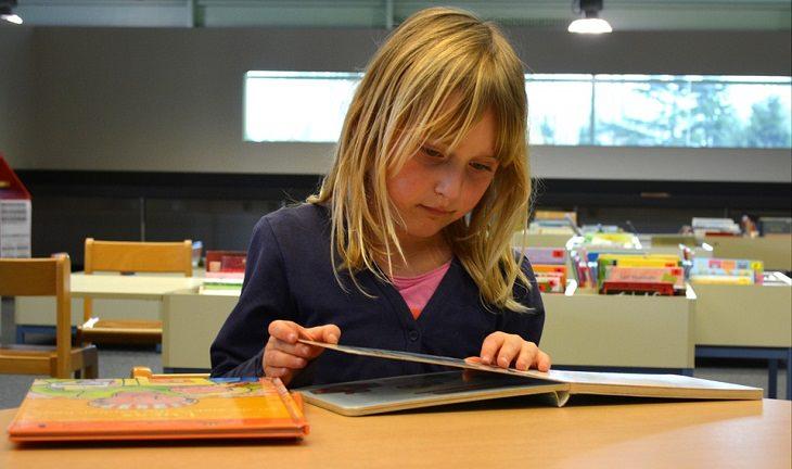 הוראות שימוש באתר ספר האגדה לילדים - ילדה קוראת ספר