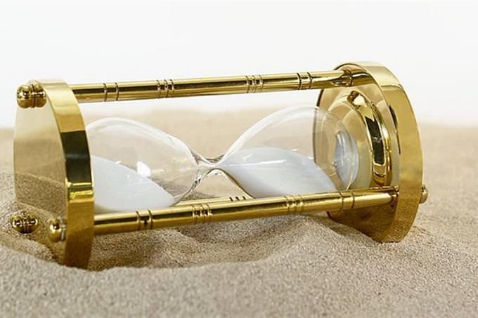 שעון חול שכוב