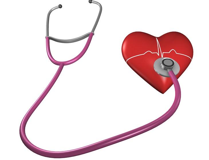 יתרונות בריאותיים של בצל ירוק: איור של לב עם סטטוסקופ מונח עליו