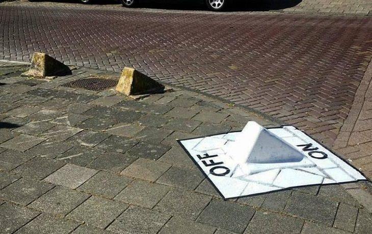 """אומנות רחוב מצחיקה: אבן שפה שהפכה למתג """"דלוק-כבוי"""""""