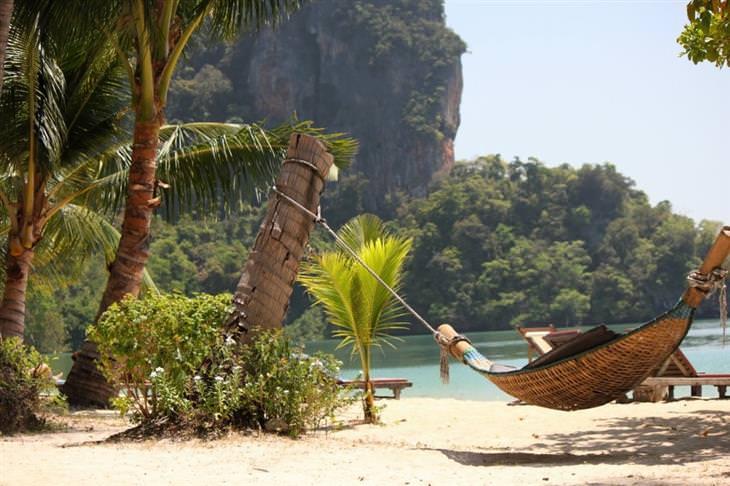 אתרים פחות מוכרים בתאילנד: ערסל בחוף ים באי קו יאו נוי