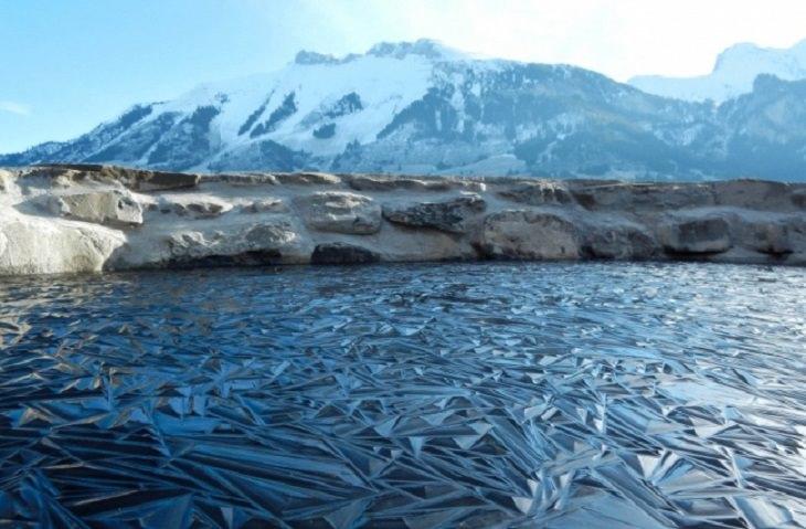 תמונות מדהימות מרחבי העולם: אגם קרח קפוא בשוויץ