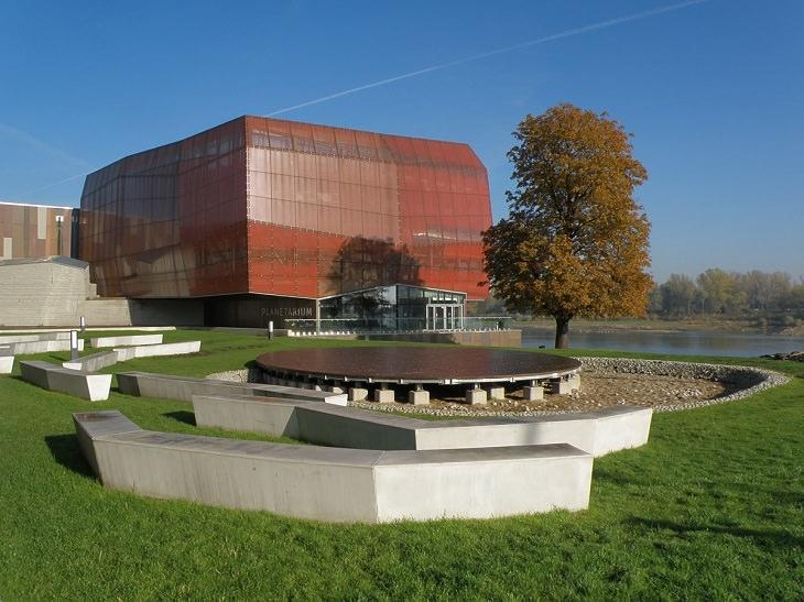 אטרקציות חובה בורשה: מבנה מוזיאון קופרניקוס למדעים