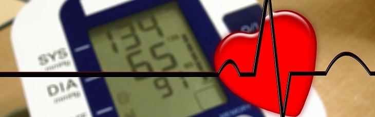 יתרונתיה הבריאותיים של הגוארנה: איור של לב וקו א.ק.ג