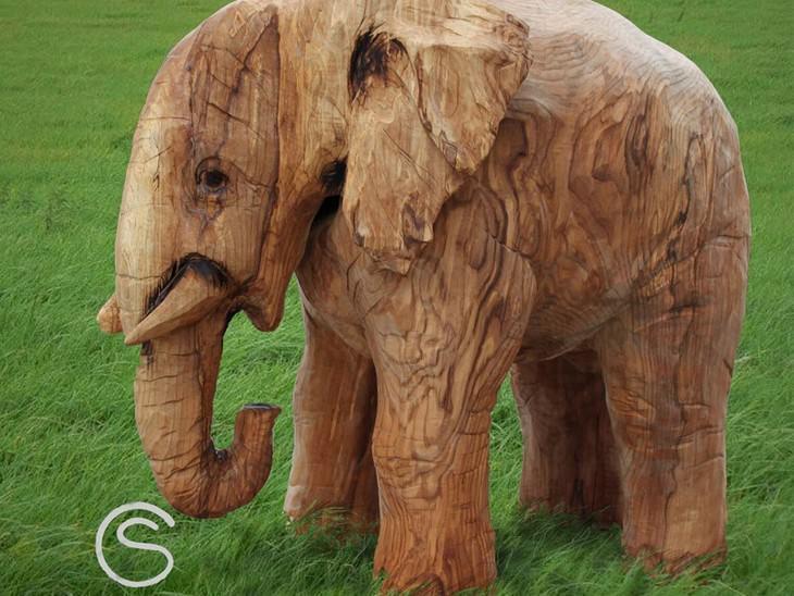 פסל של פיל מעץ
