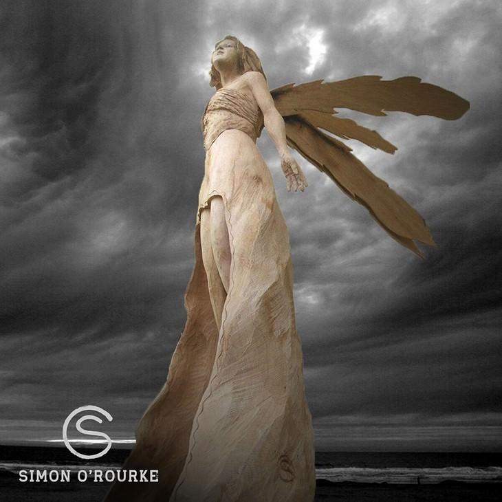 פסל של פיה מעץ