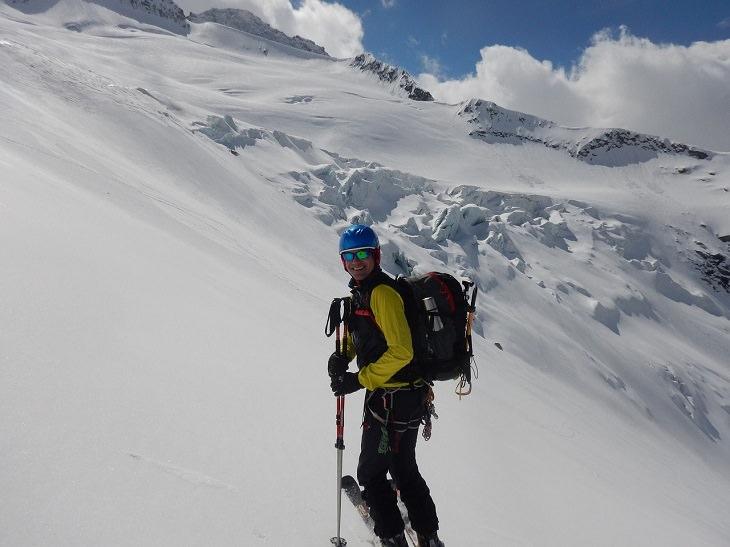 גולש סקי מטפס באלפים האיטלקיים