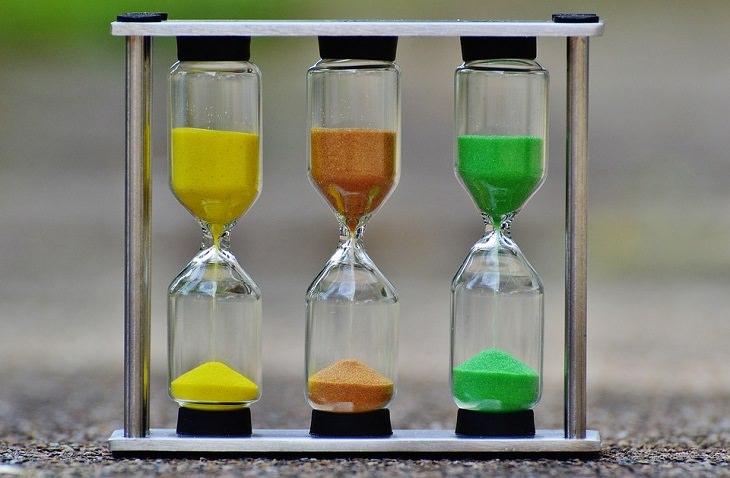 שעוני חול צבעוניים