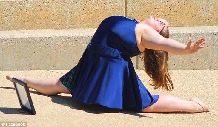 ליזי האוול בתנוחת ריקוד ברחוב