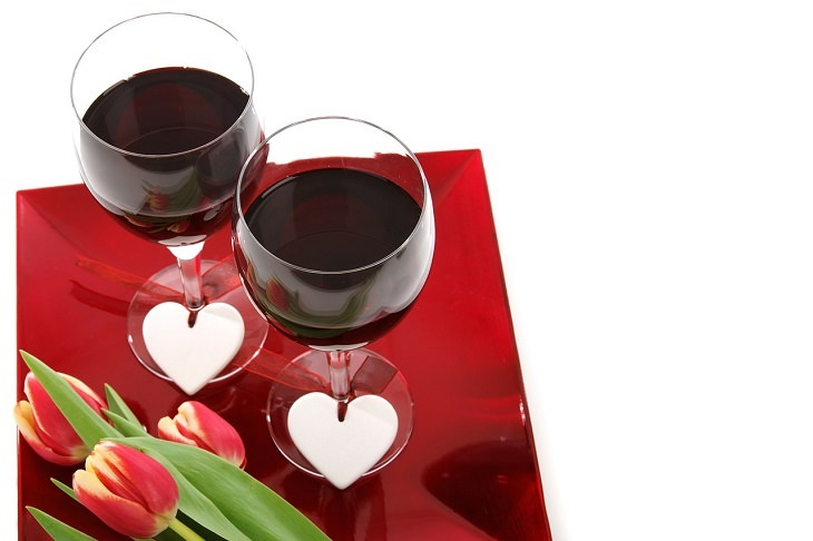 כוסות יין ולבבות