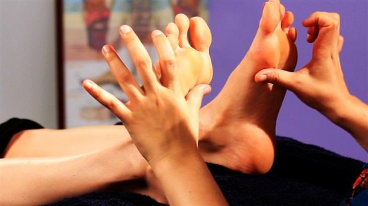 נקודות לחיצה לטיפול בבעיות עור: רפלקסולוגיה לבלוטת יותרת הכליה