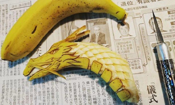 בננה מגולפת כדרקון