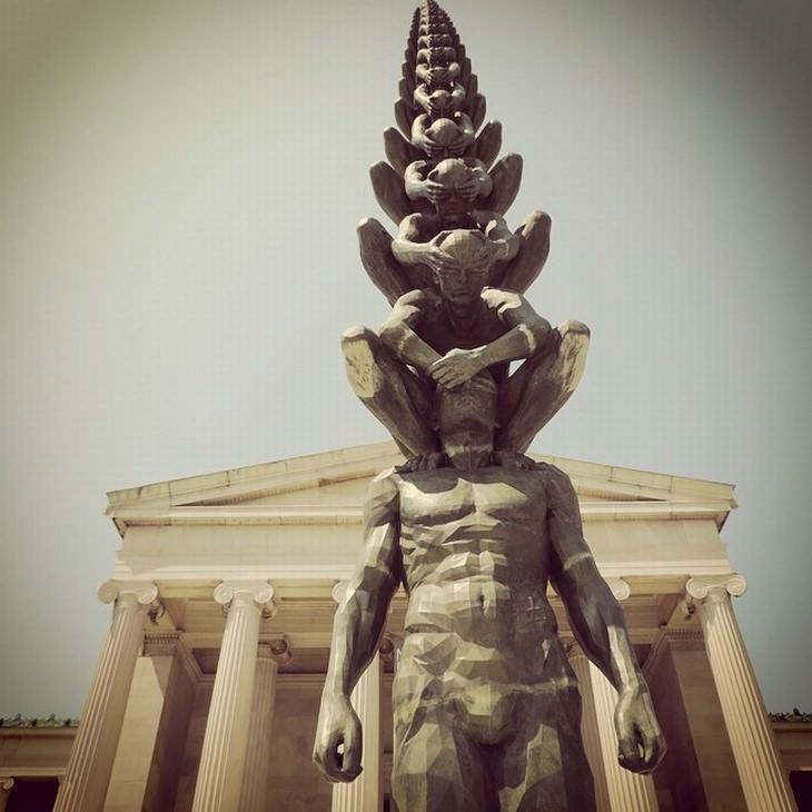 פסלים מפרי חוקי פיזיקה: קארמה