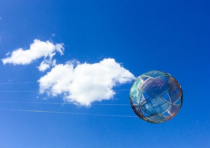 פסלים מפרי חוקי פיזיקה: יהלומים