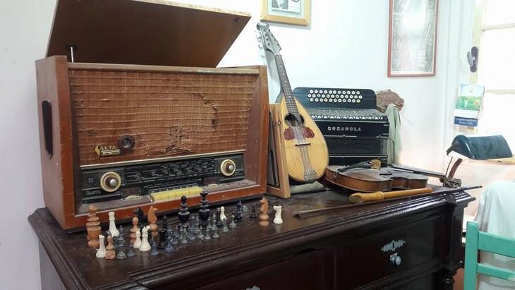 כלי נגינה, מכונת דפוס ורדיו ישן
