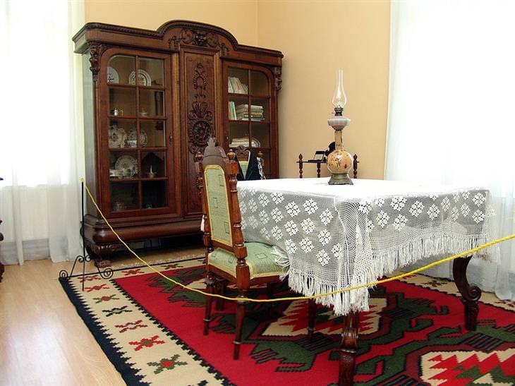 רהיטים במוזיאון ג'ורג'ה אונסקו