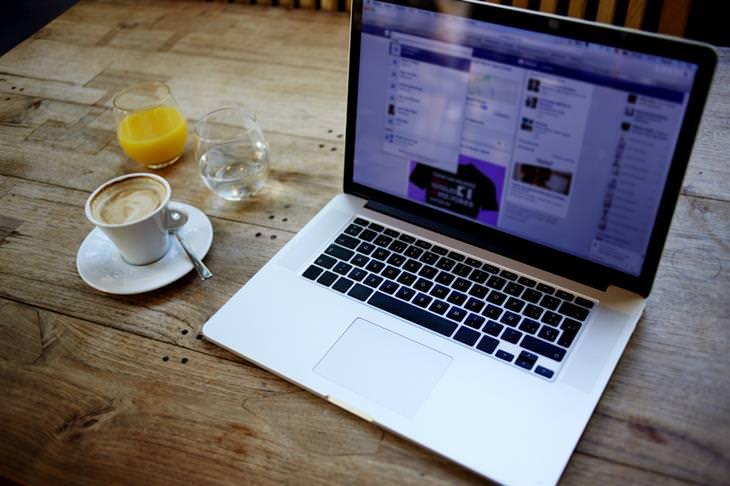 רשתות חברתיות על מסך סמארטפון