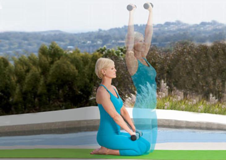 תרגיל יוגה: עמידת ניצחון עם הרמת ידיים