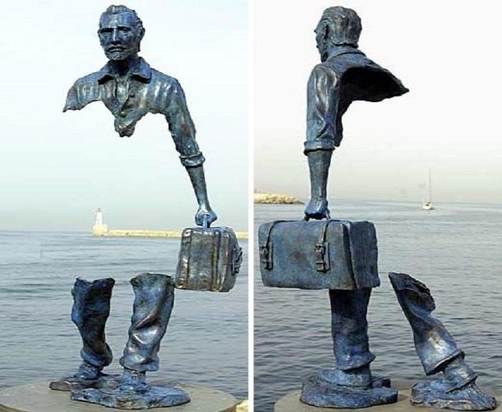 פסל של ברונו קטלנו, ללא חלק אמצעי