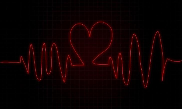 איור של א.ק.ג היוצר צורת לב